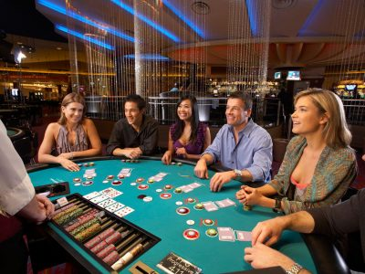 in the poker game texas hold'em, how many cards are dealt to each player?